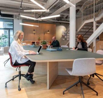 חשיפת האמת מאחורי חמישה מיתוסים על עבודה מכל מקום